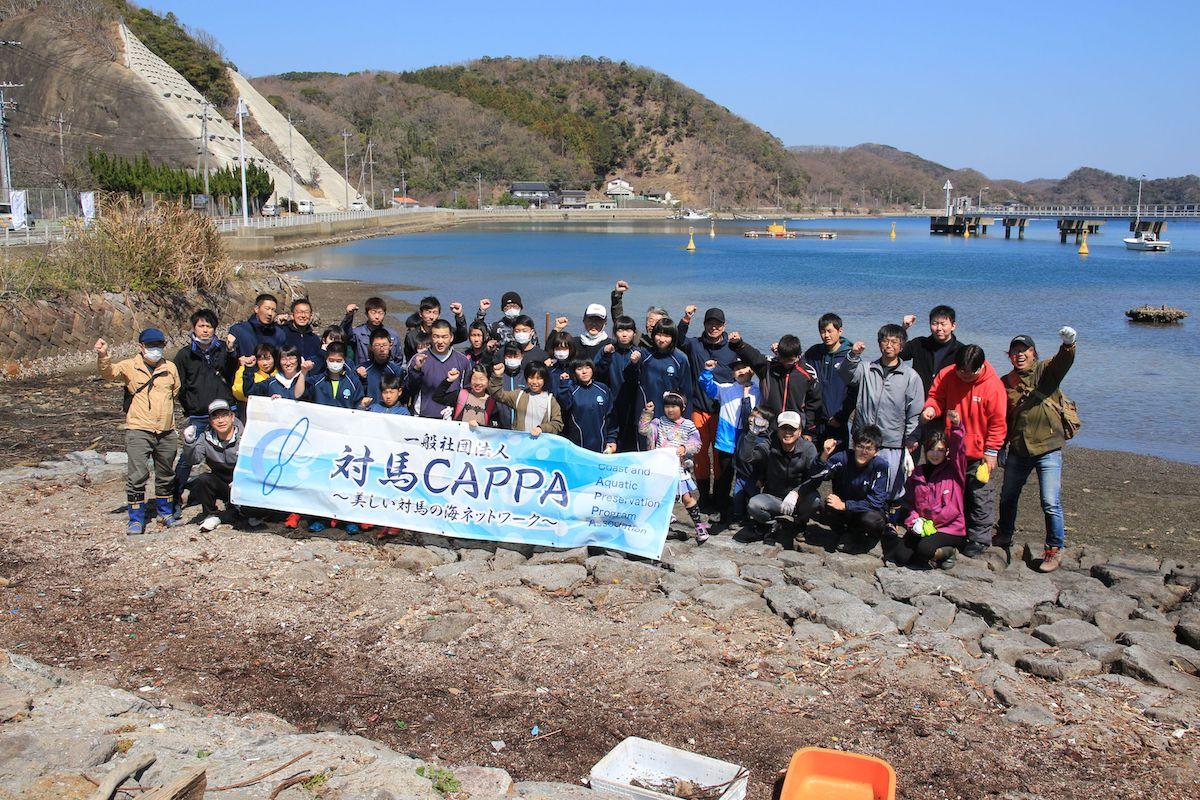 旧塩浦小学校前 美しい海ネットワークの海岸清掃活動