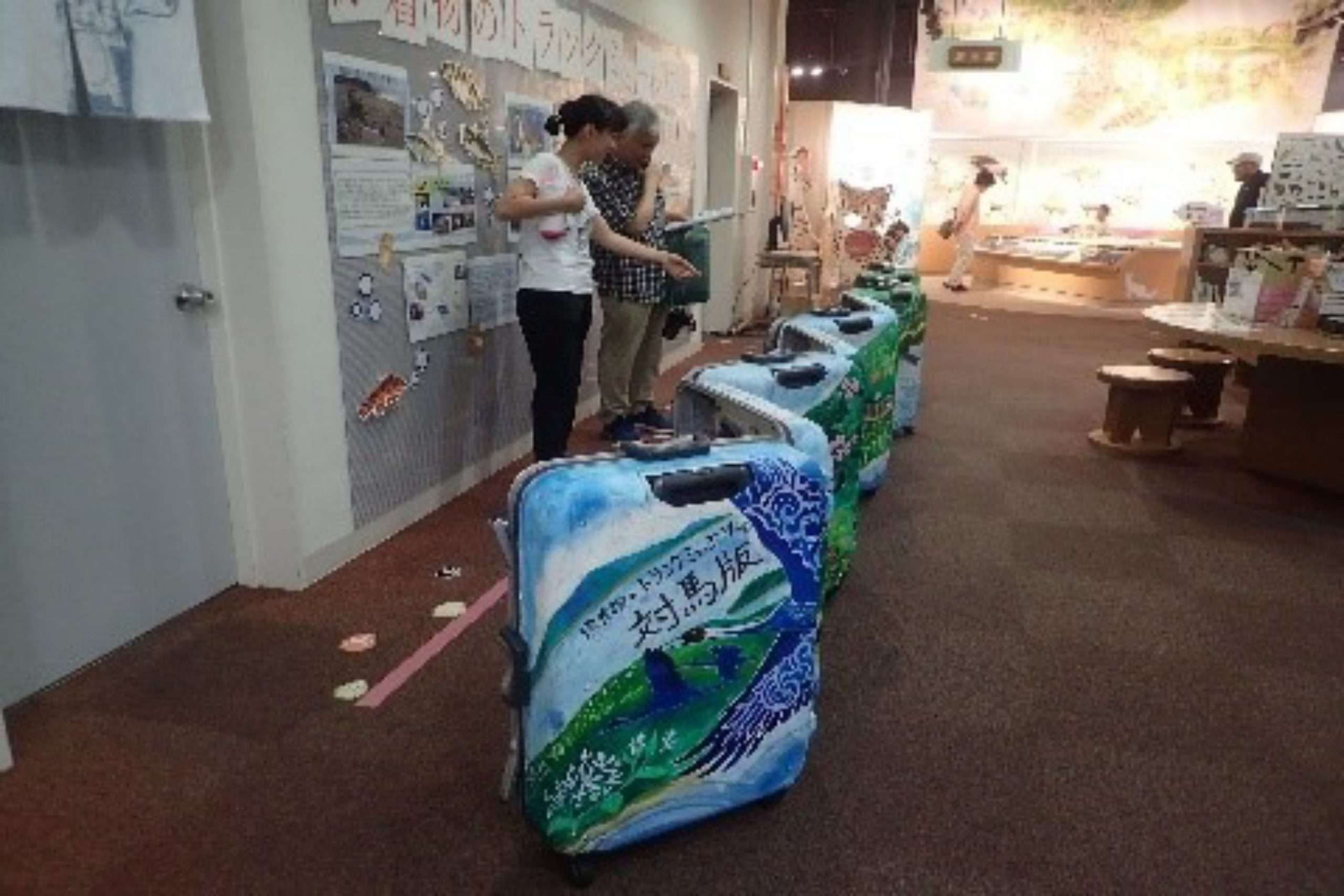 対馬野生生物保護センターで、漂着物のトランク・ミュージアム®対馬版を展示