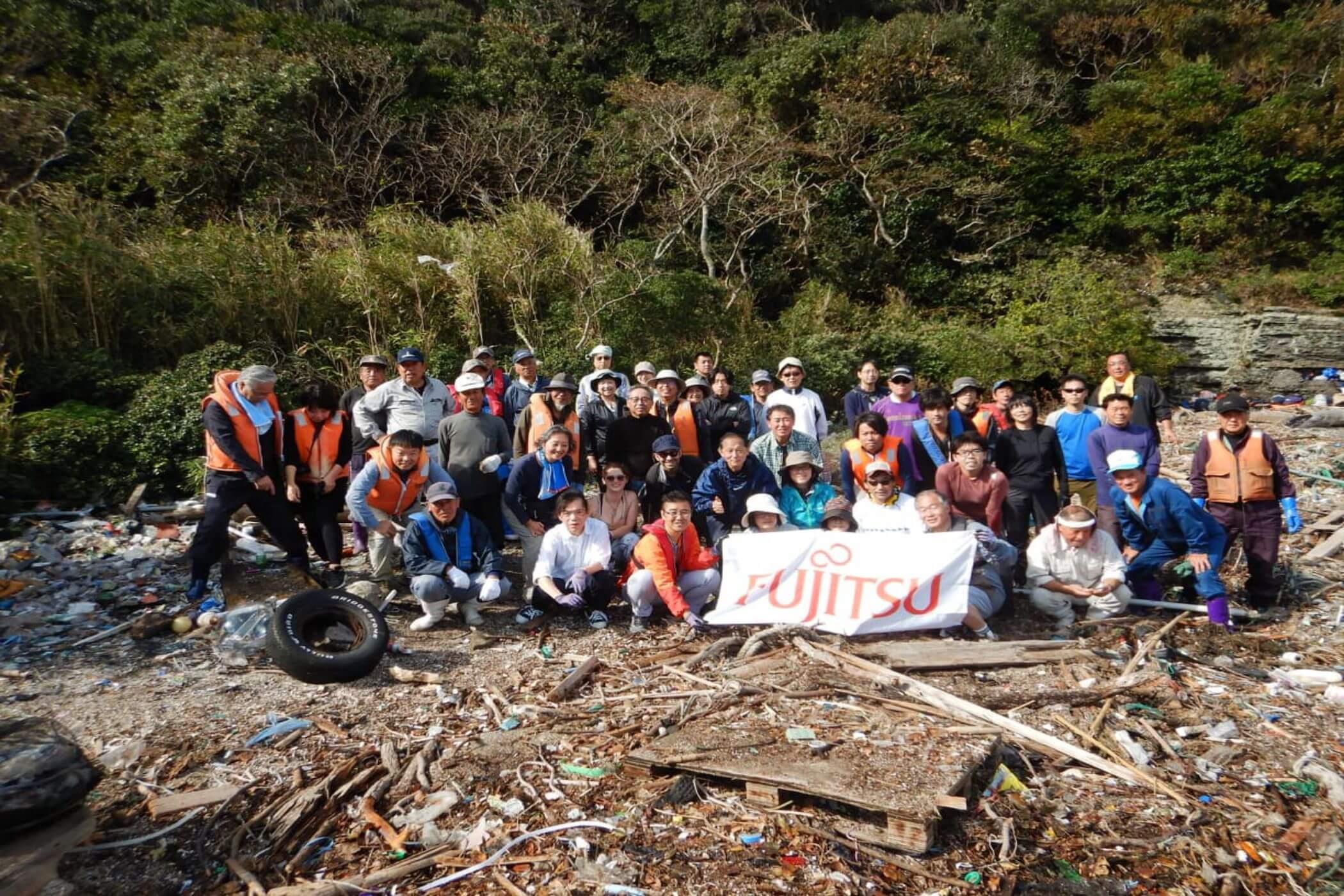 富士通株式会社の海岸清掃活動