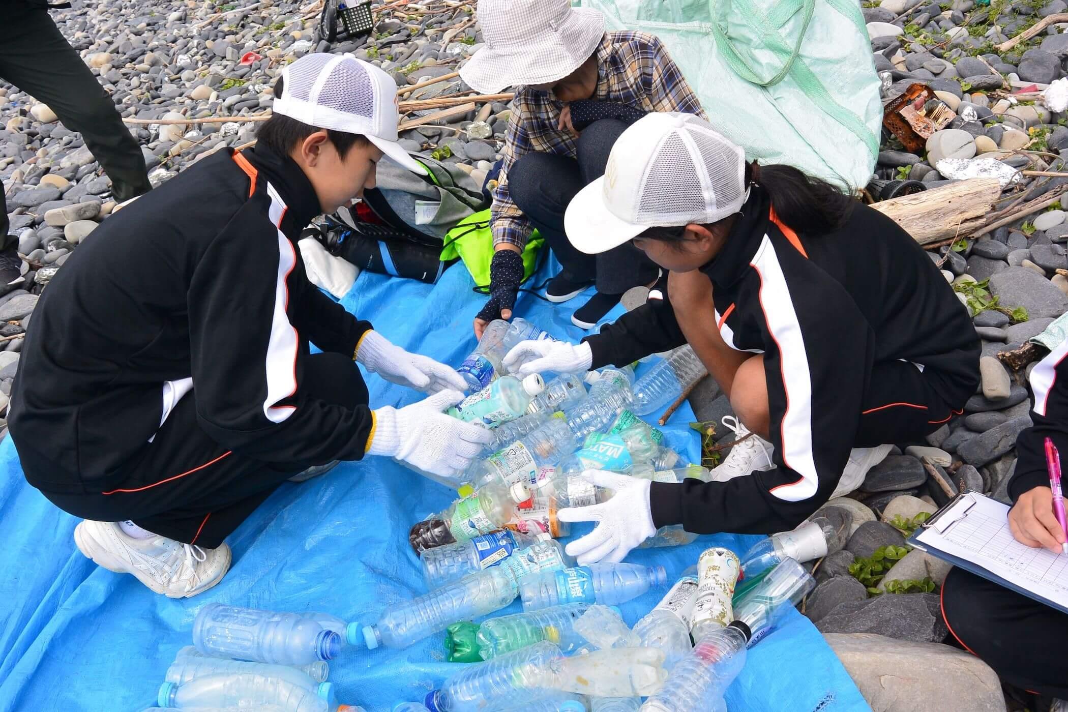 対馬市立豆酘中学校での海ごみ総合学習